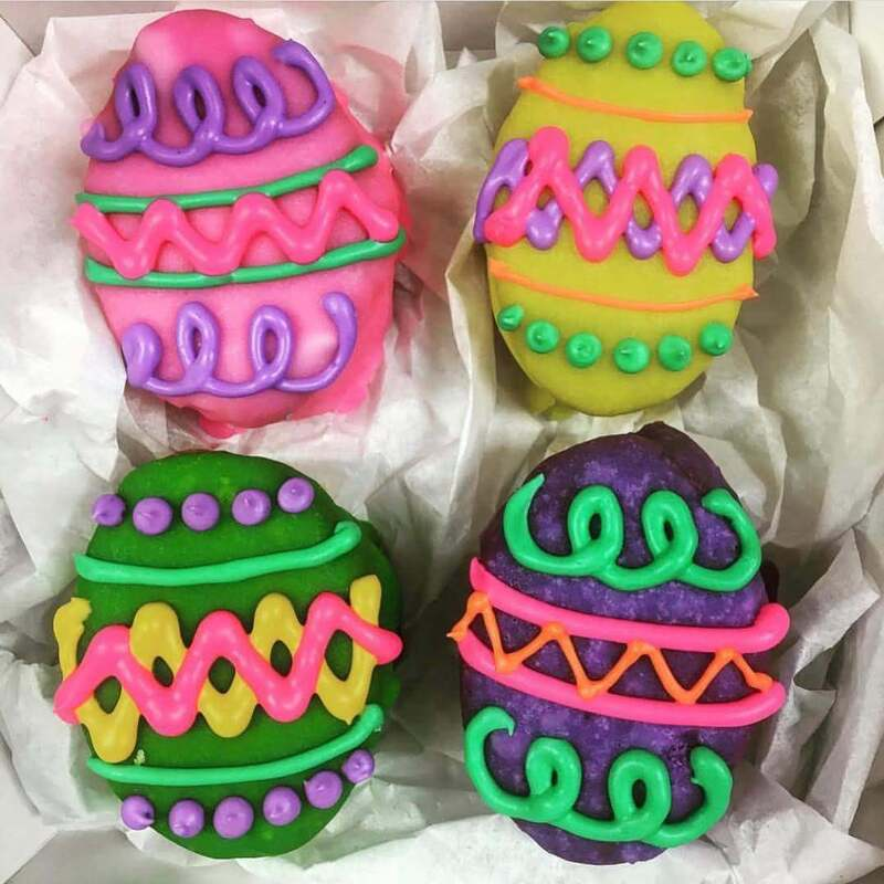 Easter egg french macarons